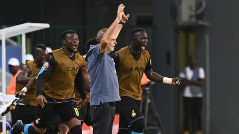 Ghana coach Avram Grant (centre)