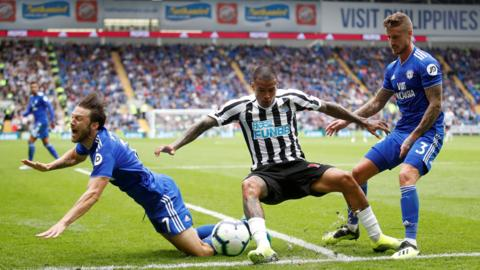 Kenedy tackles Cardiff players