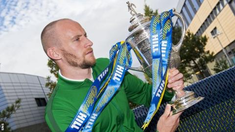Hibernian captain David Gray with the Scottish Cup