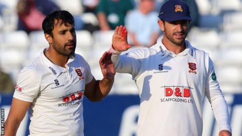 Ravi Bopara and Ryan ten Doeschate
