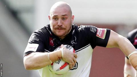 Gil Dudson in action for Widnes Vikings