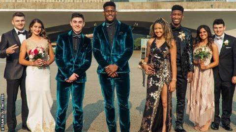 Steelers WR JuJu Smith-Schuster Attends Pittsburgh Prom With Fan