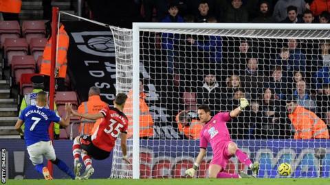 Richarlison scores for Everton