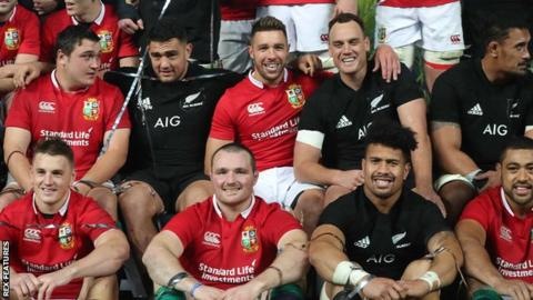 Lions and New Zealand players pose for a joint photo