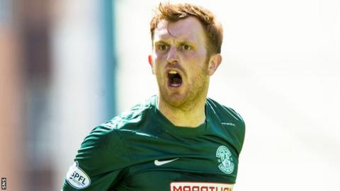 Liam Craig in action for Hibs