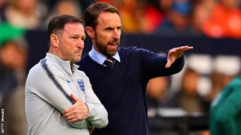 Gareth Southgate talks with his assistant Steve Holland during the Uefa Nations League semi-final between the Netherlands and England