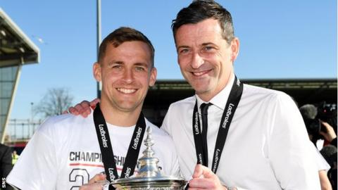 James Fowler and Jack Ross with the Scottish Championship trophy
