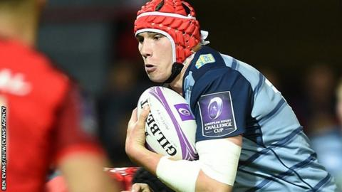 Seb Davies in action for Cardiff Blues
