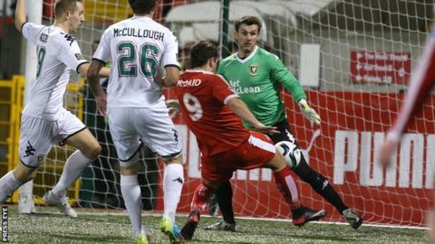 David McDaid equalises for Cliftonville against Glentoran