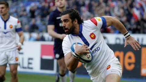 Yoann Huget scores France's second try