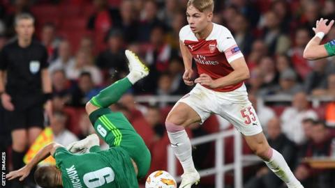 Arsenal striker Welbeck hails 'great player' Smith Rowe
