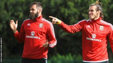 Joe Ledley (left) with Gareth Bale in Wales training