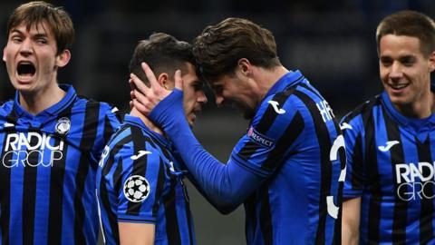 Atalanta celebrate Remo Freuler's goal