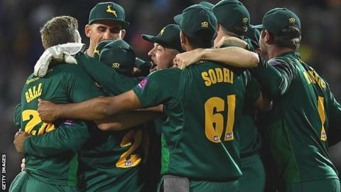 Notts Outlaws celebrate