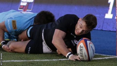 Alex Lewington scores Saracens second try against Worcester
