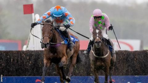 Un De Sceaux repels Min to win Champion Chase at Punchestown