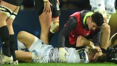 Dan Biggar receives treatment on the pitch at Clermont Auvergne