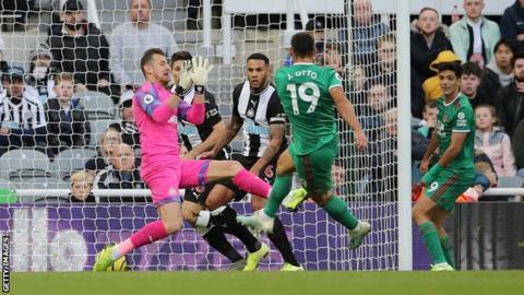 Jonny scores Wolves' equaliser against Newcastle