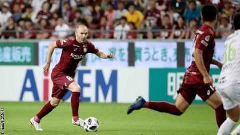 Iniesta, Torres make J.League debuts