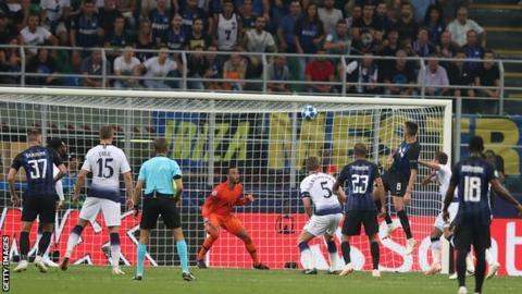 Matias Vecino scores for Inter Milan