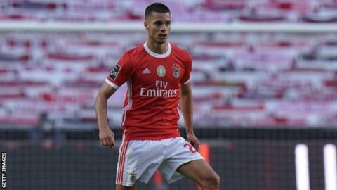 Benfica: Two players injured in team bus attack