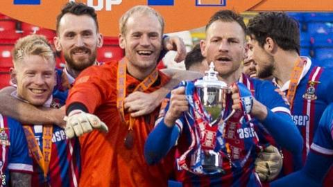 Inverness Caledonian Thistle celebrate with the Scottish Challenge Cup