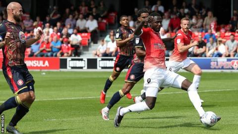 Emmanuel Dieseruvwe scores for Salford City