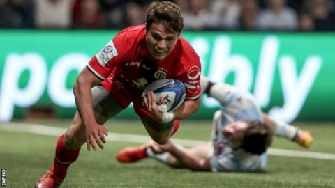 Toulouse's Antoine Dupont scores his second try