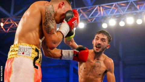 Andrew Selby (right) beats Louis Norman to win the British flyweight title in May 2016
