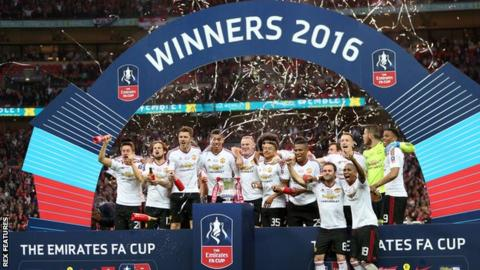 Manchester United's players celebrate winning the 2016 FA Cup final