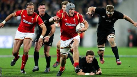 Jonathan Davies in action for Wales against New Zealand in Wellington