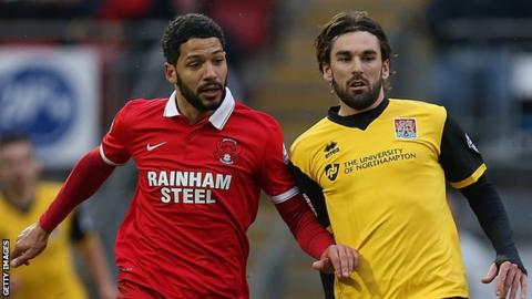 Jobi McAnuff and Ricky Holmes battle for the ball