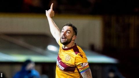 Motherwell brutally mock Sanchez unveil video