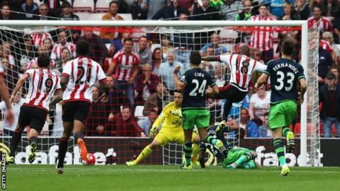 Sunderland striker Jermain Defoe scores against Swansea