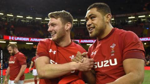 Six Nations 2018: Wales beaten by England at Twickenham