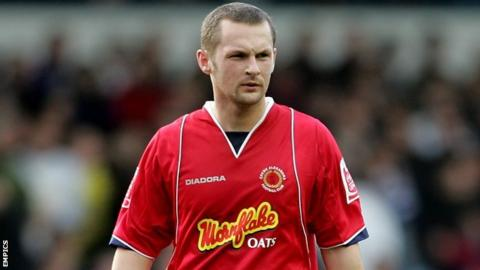 Kenny Lunt made 541 Football League appearances with Crewe, Sheffield Wednesday and Hereford United