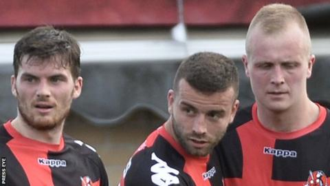 Crusaders beat Portadown to go to the top of the Irish Premiership table