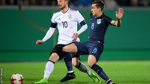 Harry Winks playing for England Under-21s