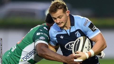 Hallam Amos in action for Cardiff Blues