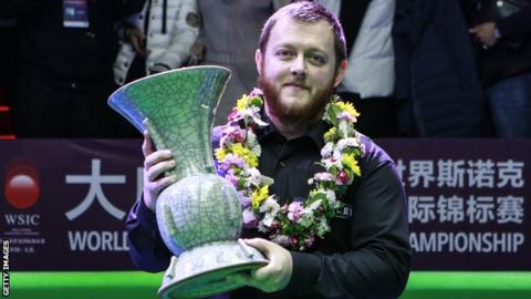 Mark Allen with the 2018 International Championship trophy