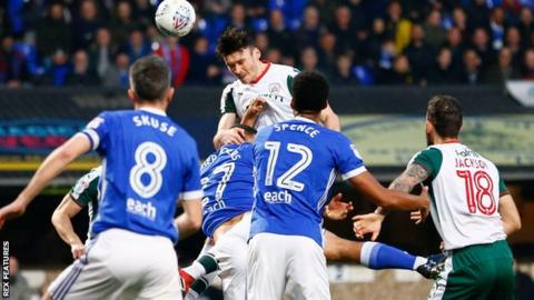 Kieffer Moore heads against the crossbar for Barnsley at Ipswich