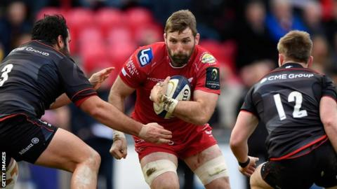 John Barclay in action for Scarlets against Saracens