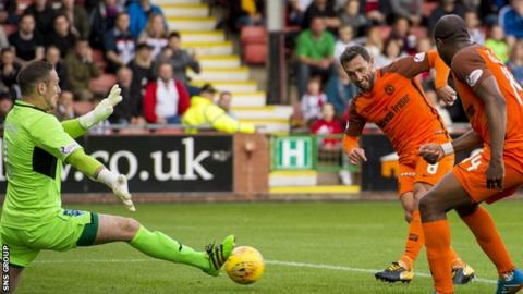 Scott McDonald makes it 2-0 to United at East End Park