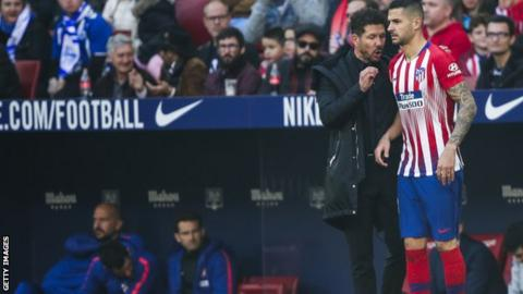 Diego Simeone and Vitolo discuss