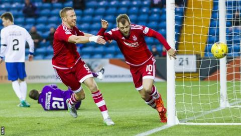 Niall McGinn (right) and Adam Rooney