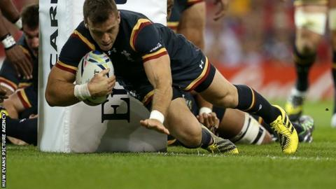 Gareth Davies scores his fourth try of the tournament