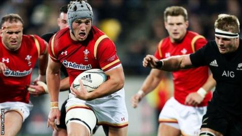 Jonathan Davies makes a break for Wales against New Zealand