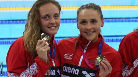 Fran Halsall (L) and Chloe Tutton (R) after winning European Championship gold with Britain's 4x100m medley relay team