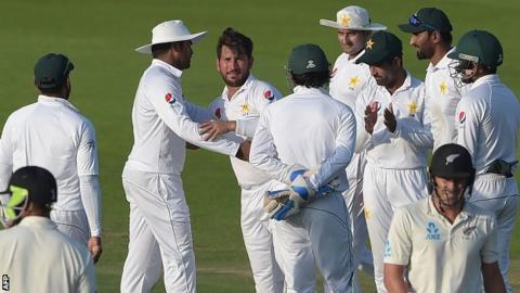 Yasir Shah celebrates with his Pakistan team-mates