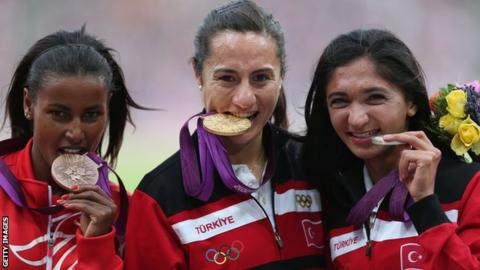 Maryam Yusuf Jamal, Asli Cakir Alptekin and Gamze Bulut pose with their Olmypic medals
